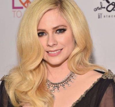 Avril Lavigne looked amazing at her first red carpet appearance in 2 years