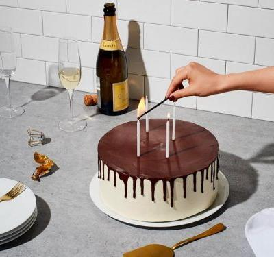 Snowe is celebrating its 4th birthday with a 15% off sale on its luxury home accessories and basics