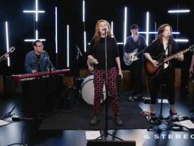 Watch Neko Case Play Unreleased Hell-On Tracks In A Stereogum Session