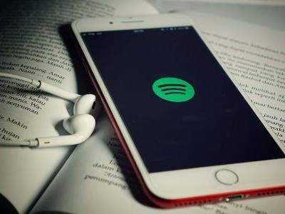 EU to launch formal competition inquiry into Apple over Spotify's complaints