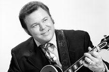 Dolly Parton, Brad Paisley, Keith Urban & More Remember Roy Clark
