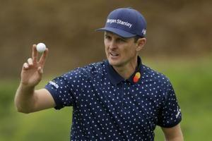 Woodland gouges out a birdie and leads by 2 at US Open