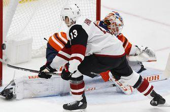 Hinostroza nets shootout winner as Coyotes topple Oilers