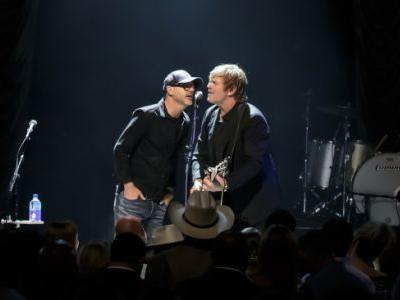 Jack Ingram's songwriter night brings a parade of pals for fundraiser finale