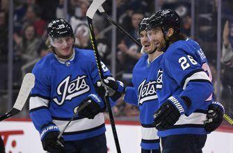 Canadian network kicks off 6 NHL broadcasts in Plains Cree
