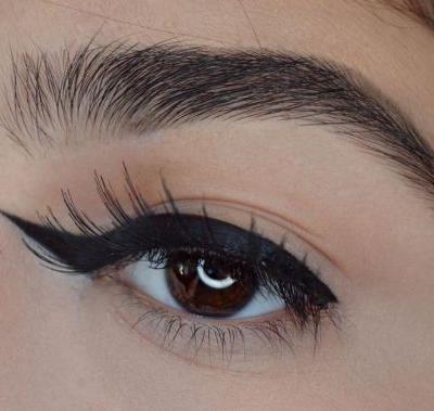Reverse winged eyeliner is here to confuse your makeup routine