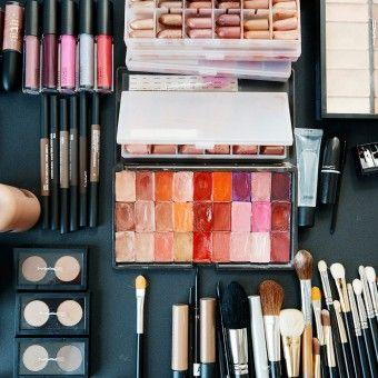 10 Weird But Genius Makeup Tricks Changing Our Beauty Routines