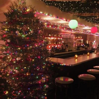 These NYC Holiday Pop-Up Bars 2018 Will Put You In The Christmas Spirit