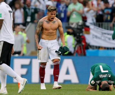 Mexico stuns reigning World Cup champs in early statement