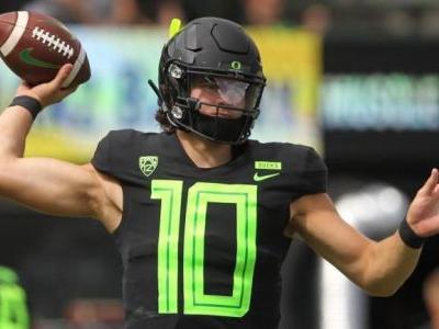 Oregon QB Justin Herbert will play in Redbox Bowl vs. Michigan State, NFL Draft intentions unclear