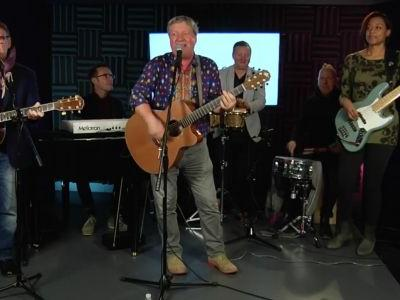 Watch Squeeze Play Their Hits And A New Song In Their Stripped-Down Stereogum Session