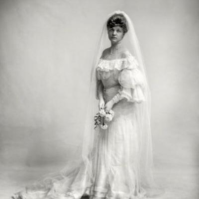 Bride & Gloom: 1910