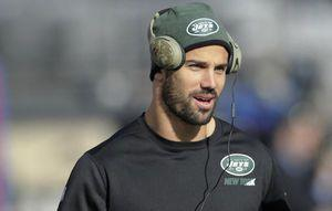 Jets' Eric Decker out with partially torn rotator cuff