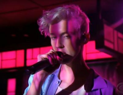 "Watch Troye Sivan Sing ""Plum"" On Colbert, Hang Out With Laura Linney On Watch What Happens Live"
