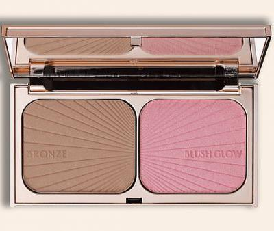 This New Blush-Bronzer Duo Successfully Fakes a Sun-Kissed Glow on the Coldest of Days