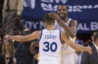 Warriors blow Cavs out, split season series