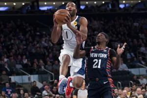 Pacers deal Knicks 9th straight loss, 104-103