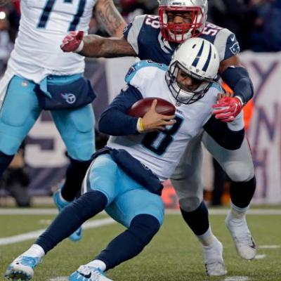 Mariota limps away from first playoff loss, 'embarrassed'