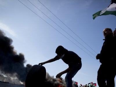 Israel clamps down on West Bank after Israeli man killed