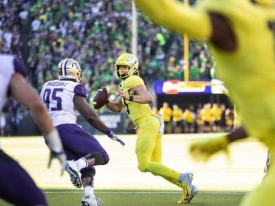 Oregon QB Justin Herbert won't enter NFL draft, will return for senior season with Ducks