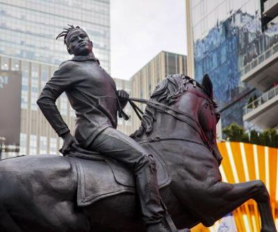 Kehinde Wiley's Contemporary Counterpoint to Old Confederate Monuments Unveiled in Times Square