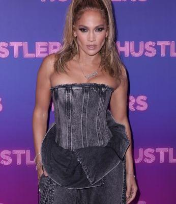 Jennifer Lopez's Denim Look At The 'Hustlers' Premiere Boasts Major 2000s Vibes