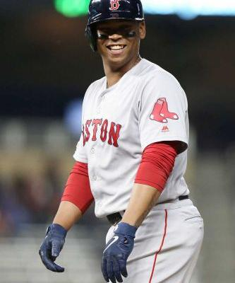 Devers agrees to deal with Red Sox to avoid arbitration