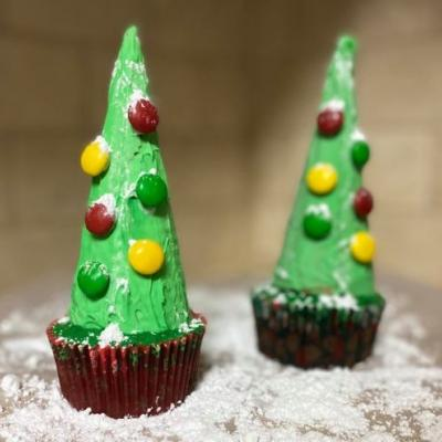Create Your Own Winter Wonderland With These Adorable Christmas Tree Cupcakes
