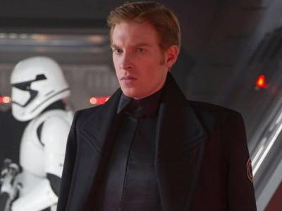 Star Wars 8: General Hux Actor Teases Unexpected Elements