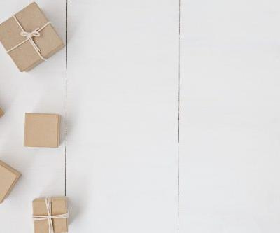 A Minimalist Guide to Gift Giving During the Holidays