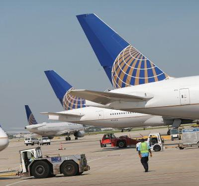 United tanks 11% as outlook disappoints