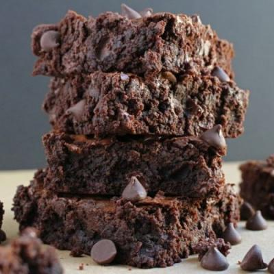 Chewy chocolate chip brownies