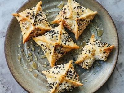 Cretan Cheese Pies with Thyme and Honey