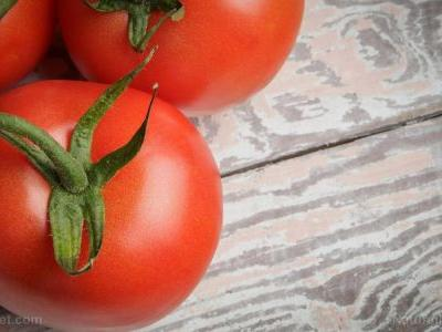 Limit your intake of tomatoes, potatoes, peppers and eggplants if you have chronic pain; nightshades can contribute to inflammation