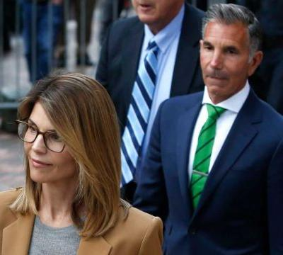 Lori Loughlin, Mossimo Giannulli agree to plead guilty in college admissions case