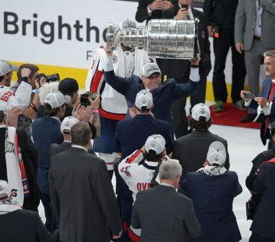 Capitals star Alex Ovechkin makes sure former coach Barry Trotz enjoys tribute video