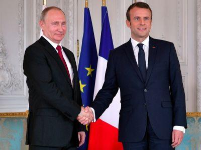 Macron levels remarkable attack on Russian 'propaganda' organs as Putin stands by his side
