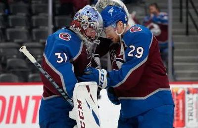 MacKinnon scores 1st playoff hat trick as Avs take down Blues in Game 2