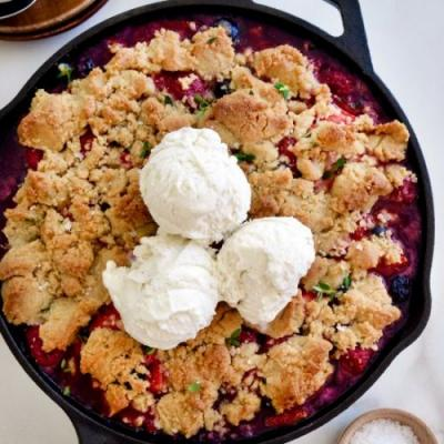 Easy Mix-and-Match Fruit Crumble