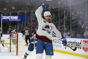 Avs score 3 in 2nd, beat Blues 5-1 to take a 3-0 series lead