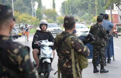 Civilians flee as Philippines soldiers dislodge 200 Islamist militants who seized town market - media