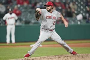 Reds' Miley throws season's 4th no-hitter, stifles Indians
