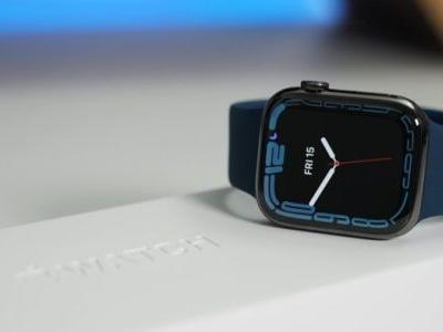 Apple Watch Series 7 gets unboxed
