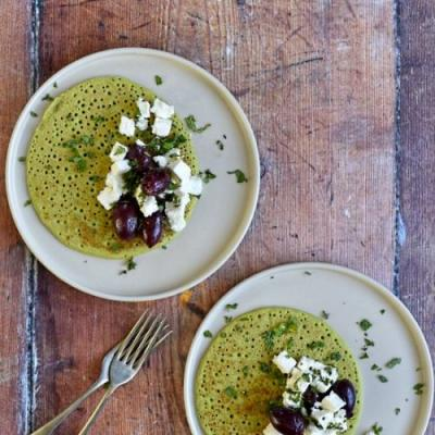 Pea pancakes with feta and olive