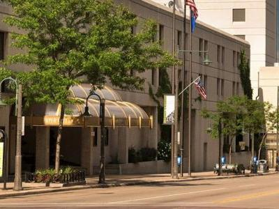 Iconic 388 Room Downtown Hotel in Appleton, Wisconsin Rebrands to Hilton Hotels & Resorts