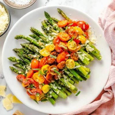 EASY ASPARAGUS WITH CHEESE AND TOMA