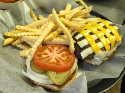 Restaurant in Tiny Northeast Iowa Town Takes Best Burger Crown