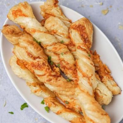 Puff Pasty Cheese Twists