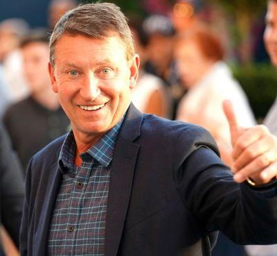 Wayne Gretzky out at ESPN, paving way for move to TNT