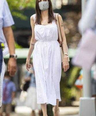 Angelina Jolie's Dress and Sandals Combo Is so Simple, Yet so Oddly Perfect